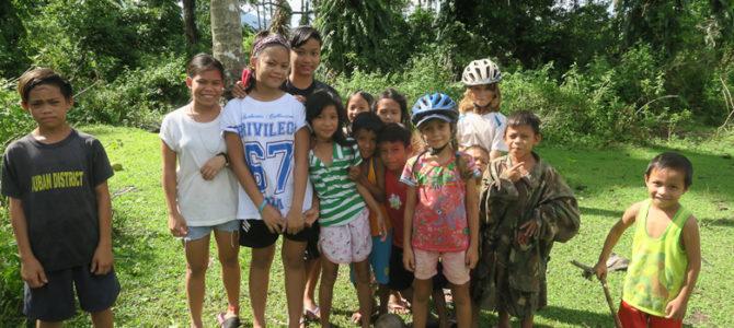 Nos premiers tours de roues aux philippines, vue par les enfants